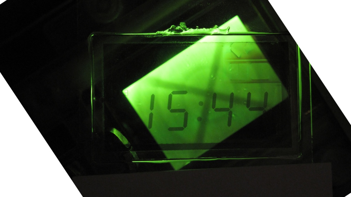 Polarisiertes Licht emittierende OLED des IGM beleuchtet eine Flüssigkristallanzeige (auch IGM)  (c)